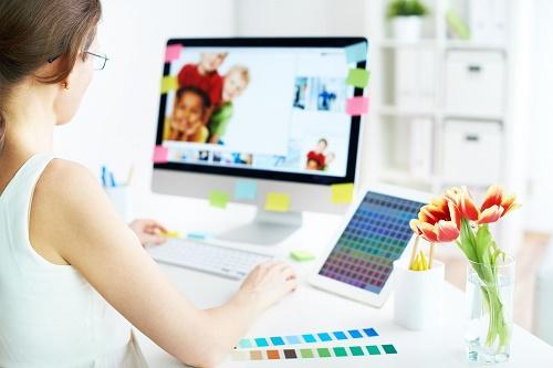 GraphicDesignerWorking_500px